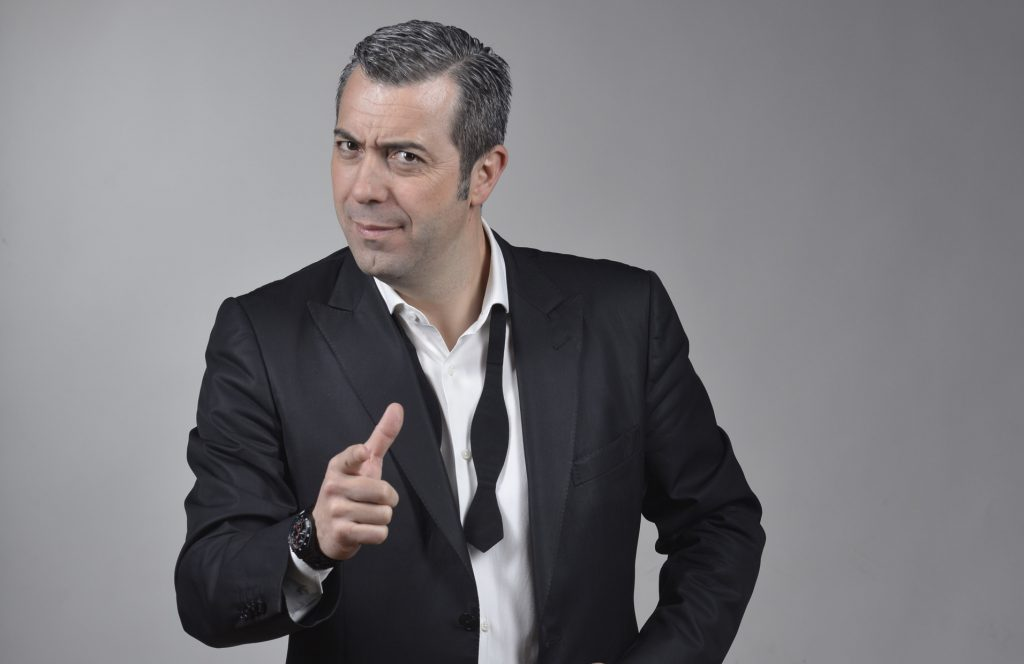 Sr. corrales evenbtos presentador contratar 18chulos
